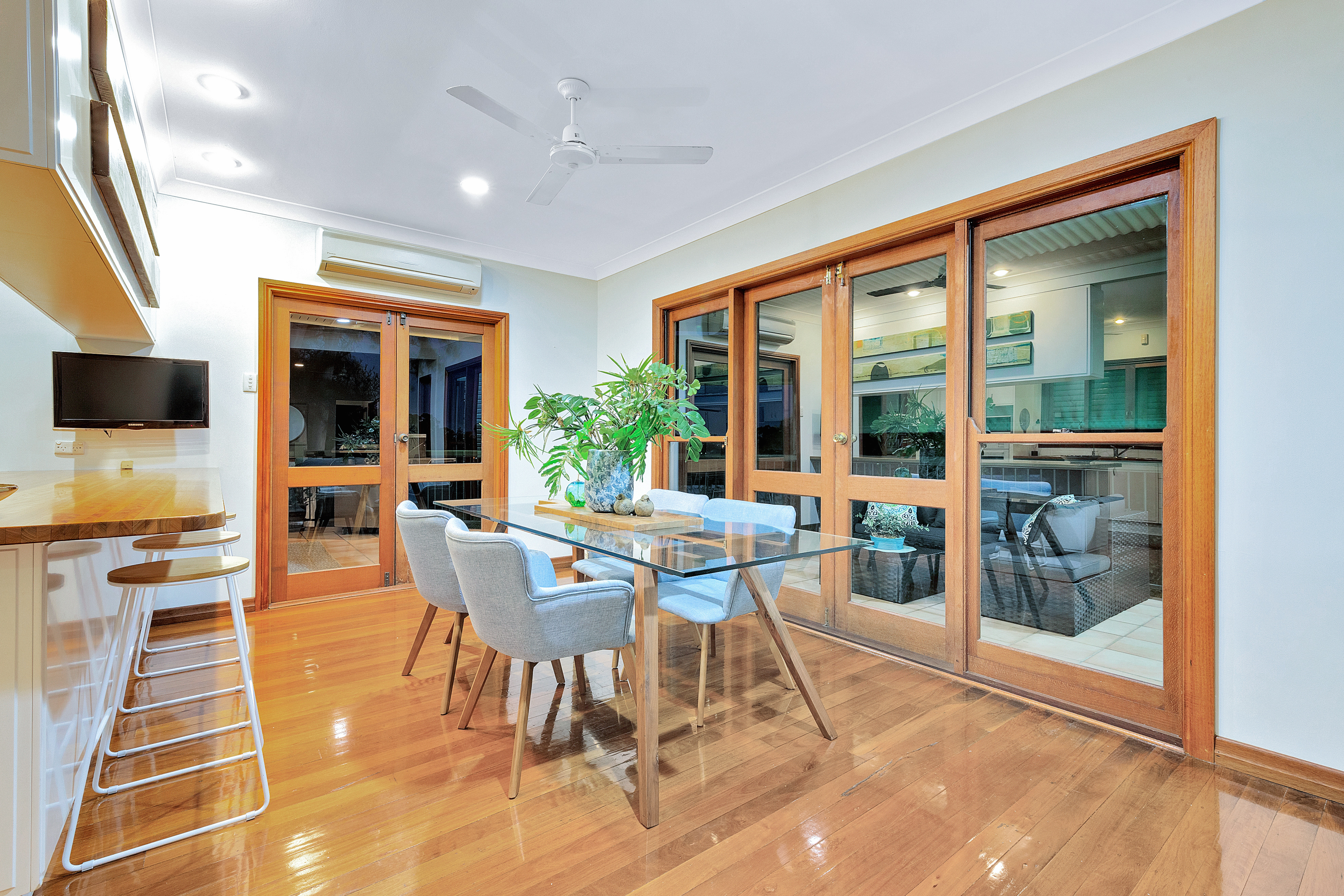 27 Blackstone Street, Indooroopilly living room