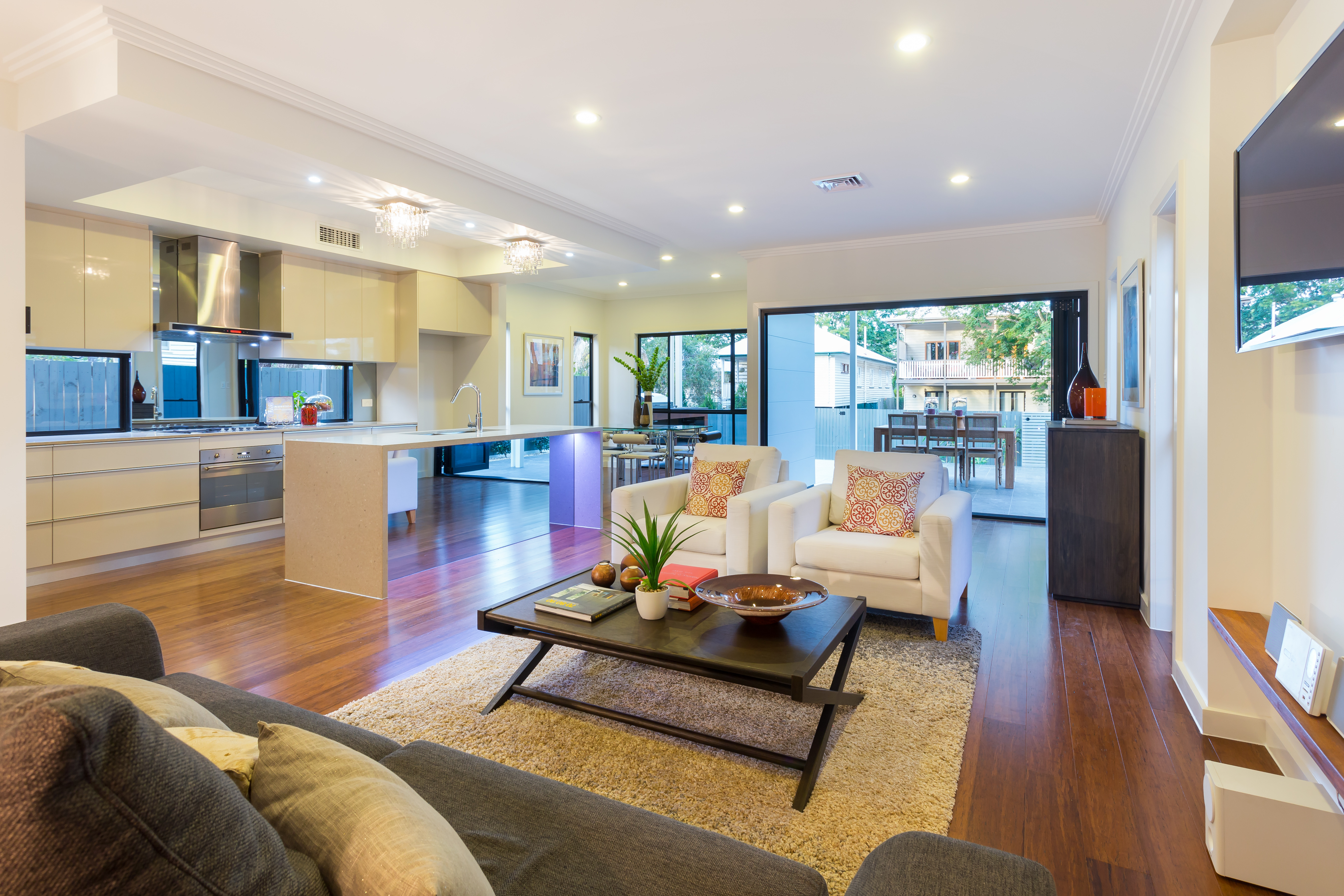98 Oxley Road, Graceville living room