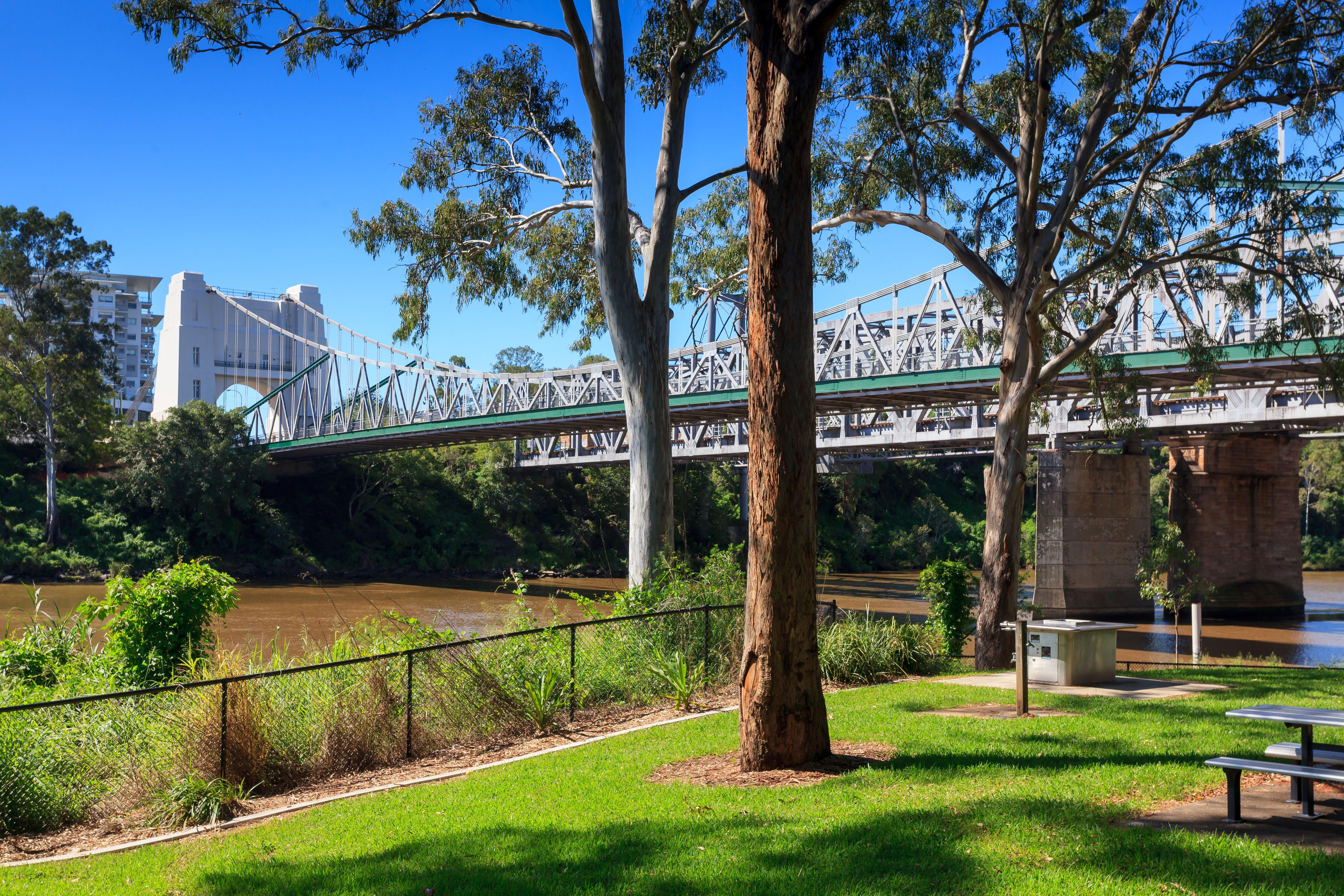 Chelmer Park, indooroopilly bridge