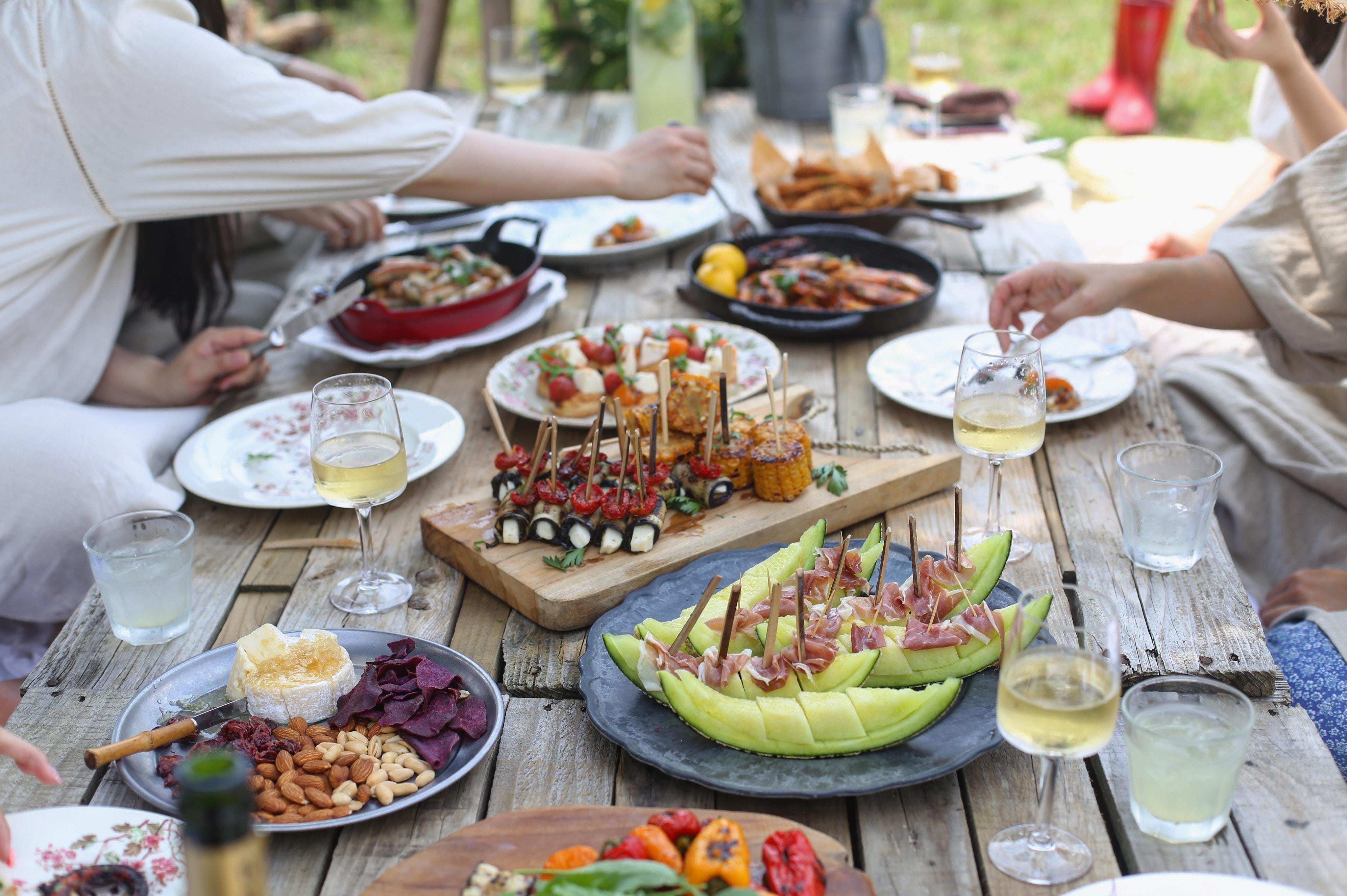 dinner-party-between-neighbours